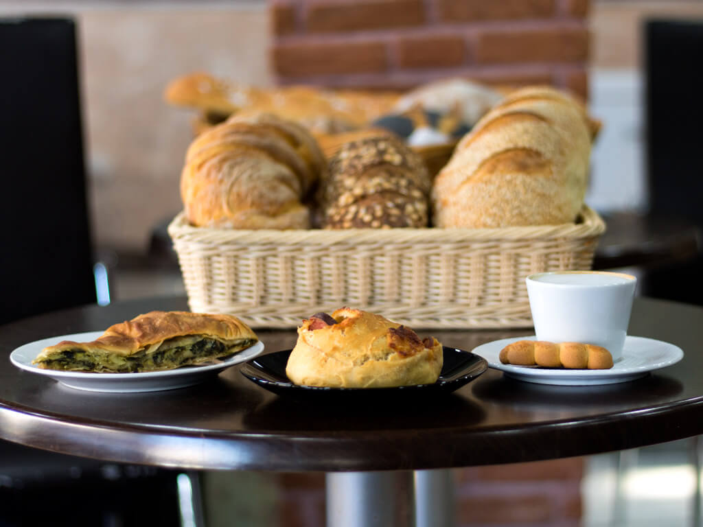 Φρέσκα Φαγητά και Ψωμιά